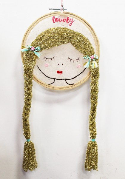 Wanddekoration Wandbild Fensterbild - Mädchen Display Gold
